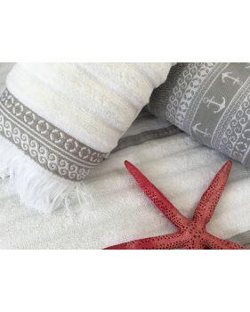 Serviettes de bain blanches et taupe à motifs et franges